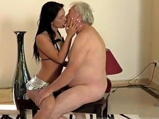 Teen Girl Sucks Shemale But The Dame Is Very Forgiving