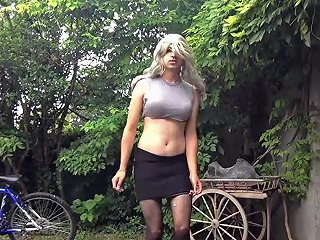 Sissy Dancing 19 Techno Outside